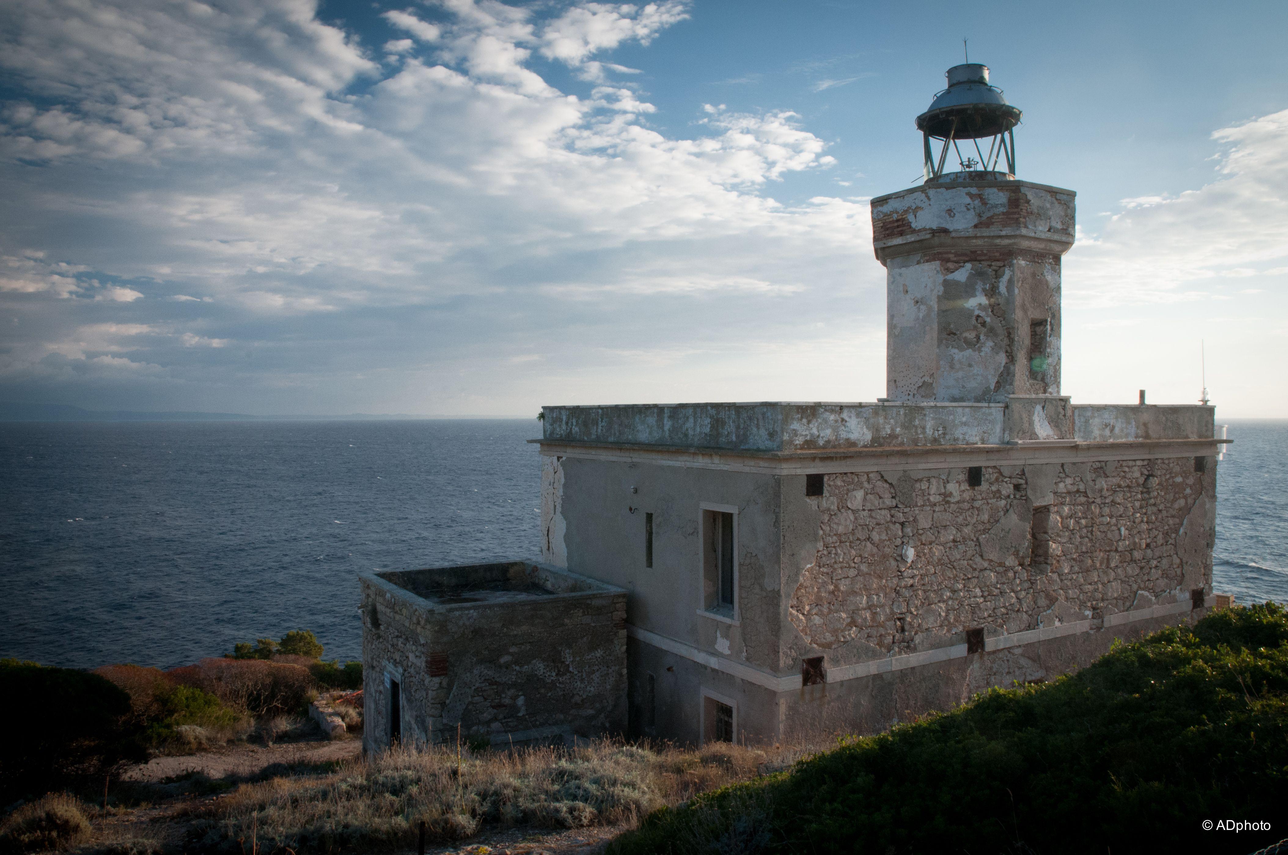 Faro di san domino isole tremiti i fari delle tremiti for Stili di arredamento interni