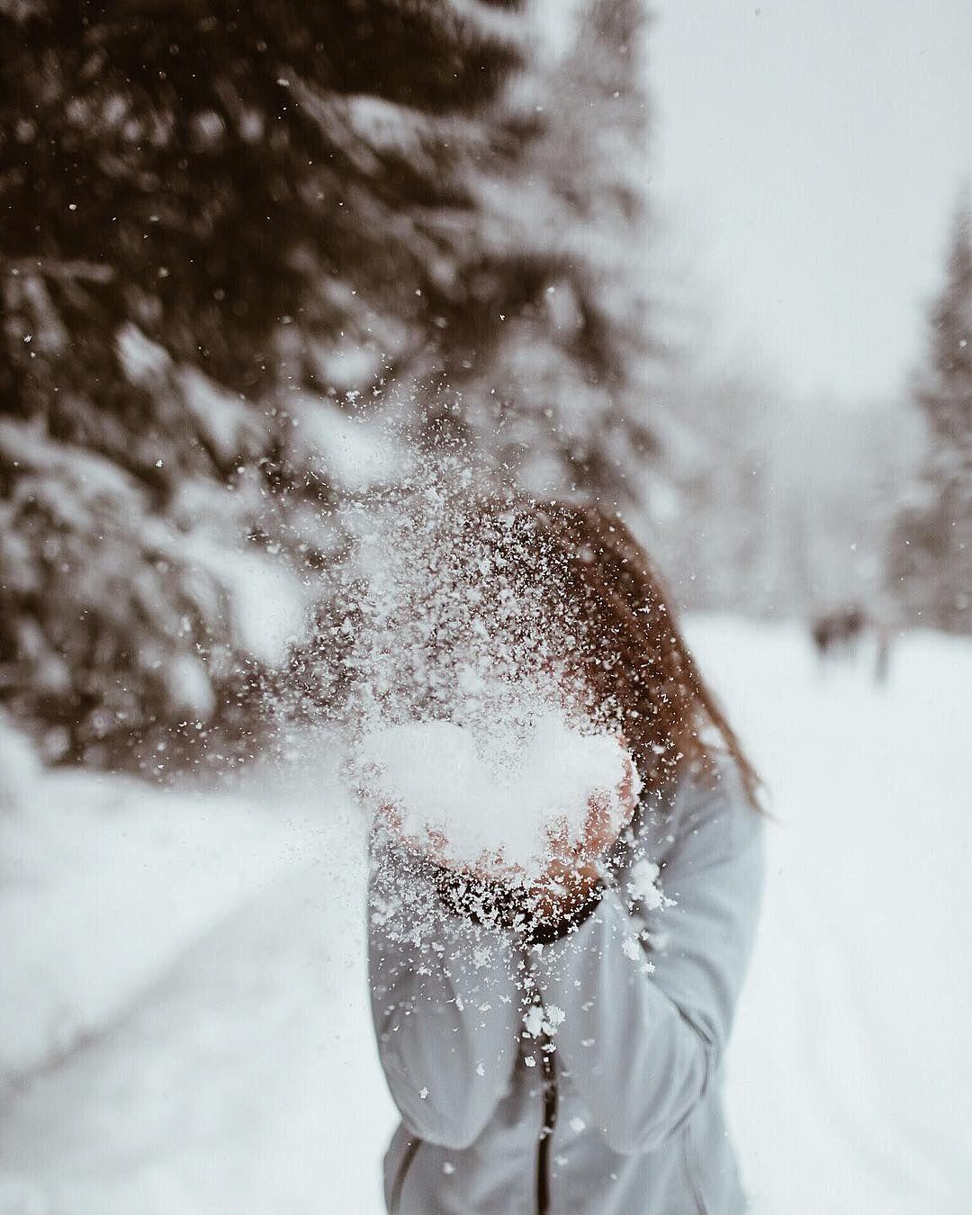 "Sylwia Wyrwicka on Instagram: ""Can not imagine winter wonderland without snow 🌬🌨 . Na dobry sen, trochę lekkiego puchu 😉🌬 . . #winterwonderland #snowtime #wintertime…"""