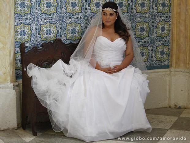 Fabiana Karla em vestido de noiva para a novela Amor à Vida