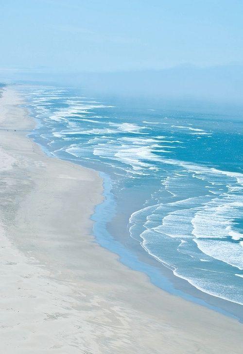 Beach and the ocean. Image via: http://thegiftsoflife.tumblr.com/post/33716049782