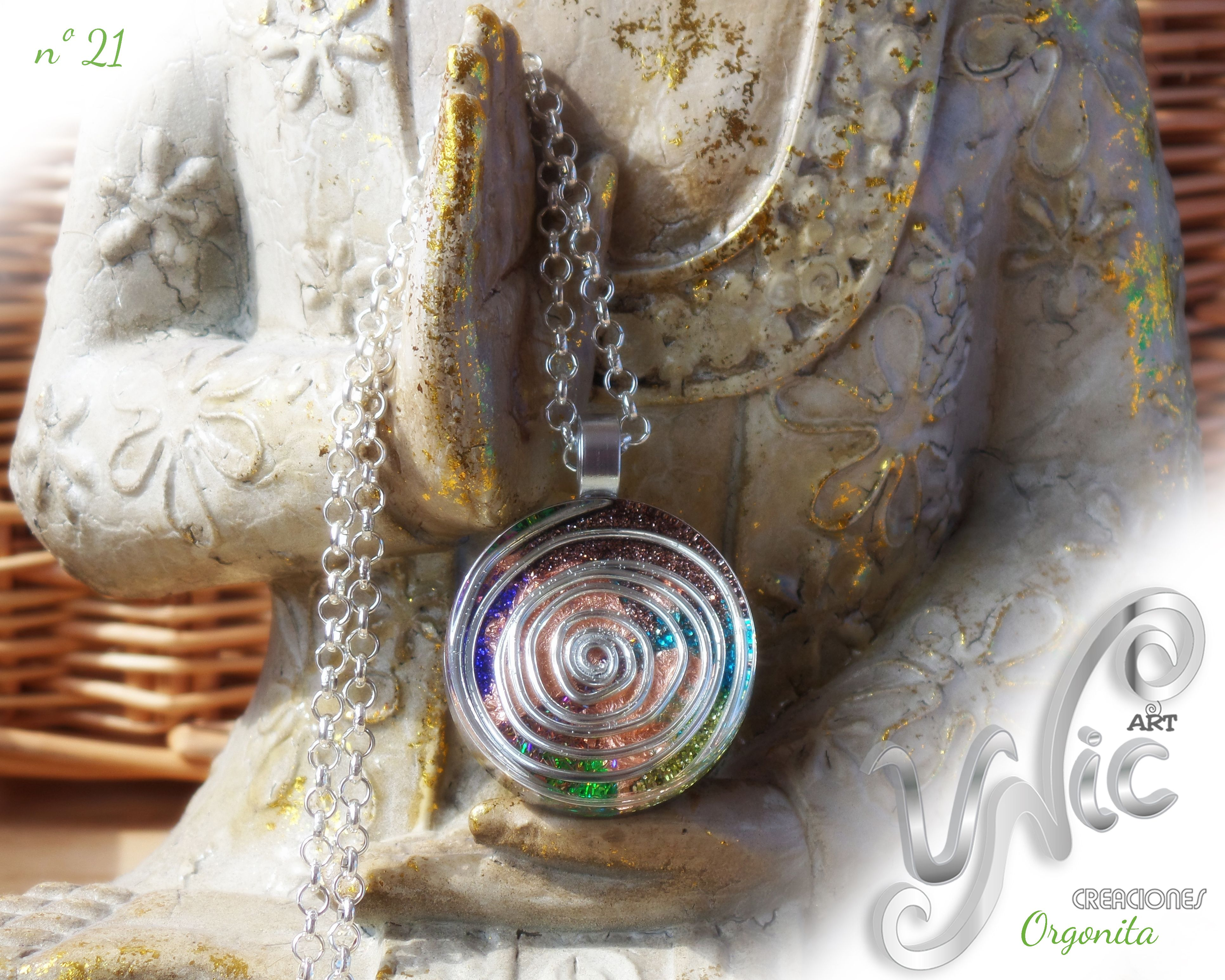 Orgonita nº 21  #orgonependant #orgonejewelry #orgoneenergy #etsyseller #etsygifts #resinjewelry #orgonit #orgonita #energypendant #handmadejewelry #reikijewelry #spiralpendant