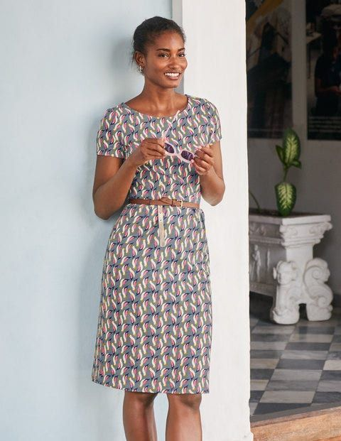 When you're rushing to get ready, this dress is easy-peasy to wear, and super-comfortable too. Clever seams give you a flattering shape, while pockets come in handy for storing all your little bits and pieces. It's made from soft cotton slub that will smooth your silhouette and is printed with striking patterns.