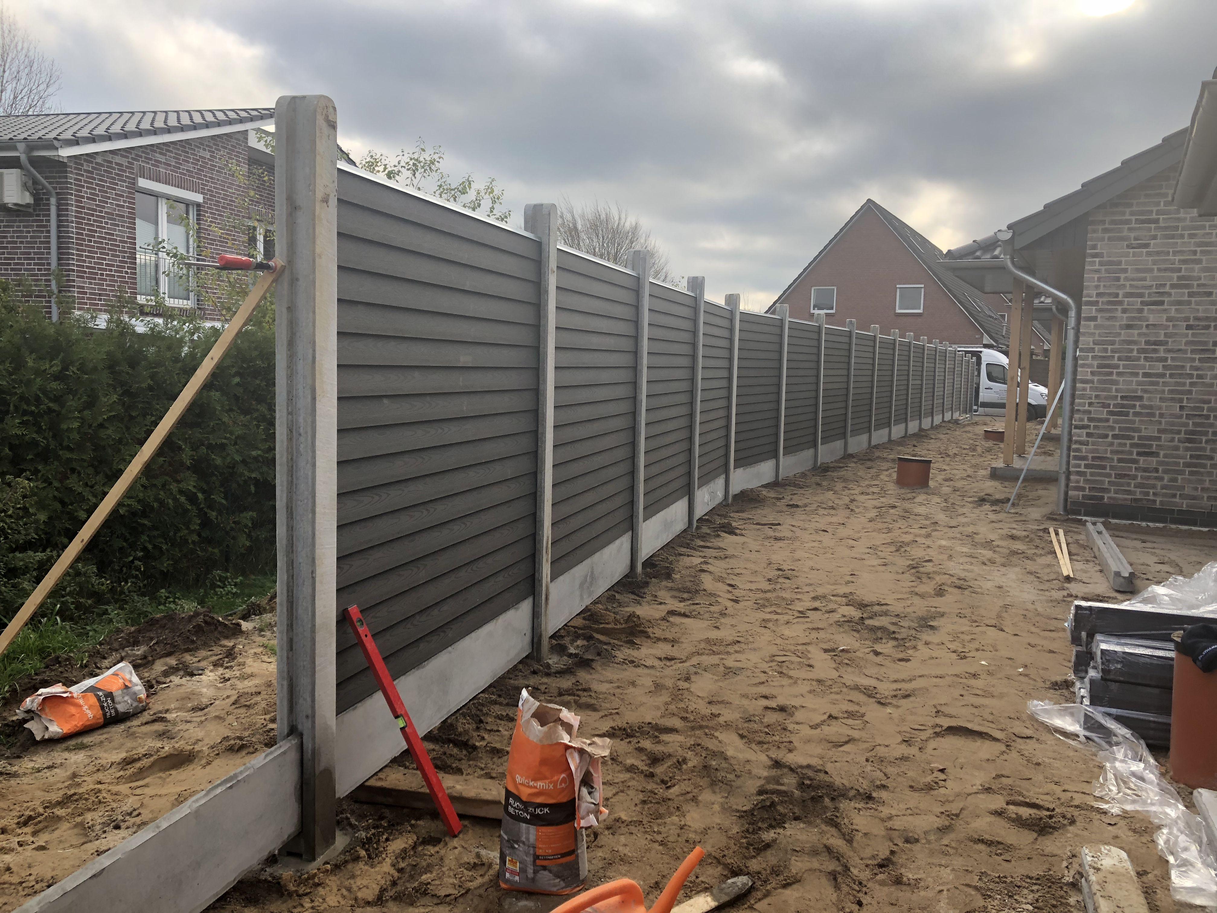 Danischer Sichtschutzzaun Mit Betonpfosten Betonbodenelement Und