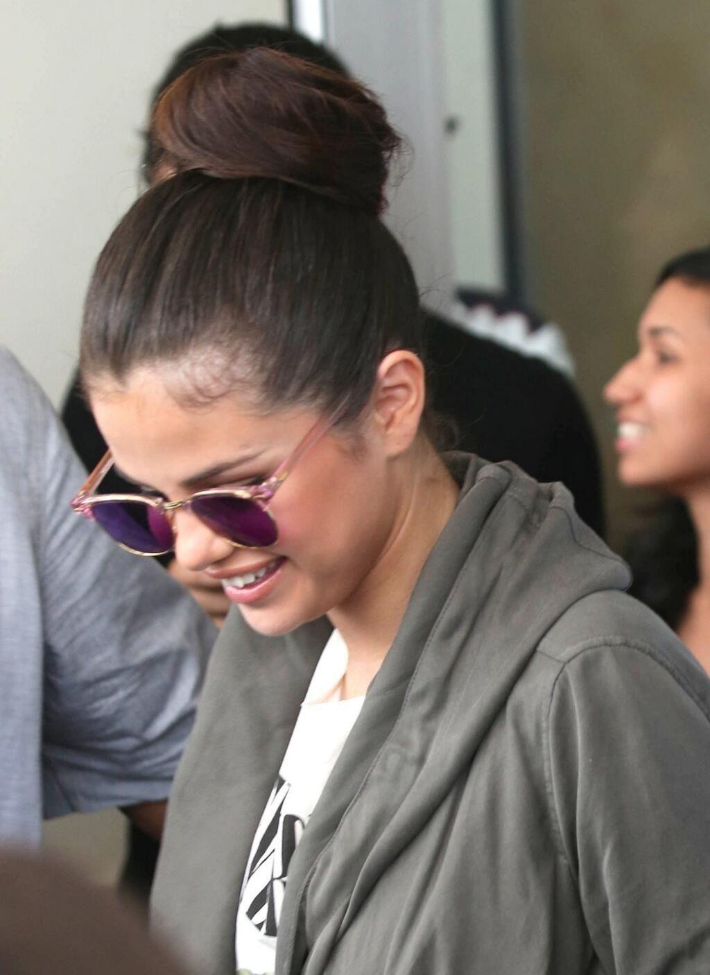 Superb Selena Gomez Buns And Selena On Pinterest Hairstyles For Women Draintrainus