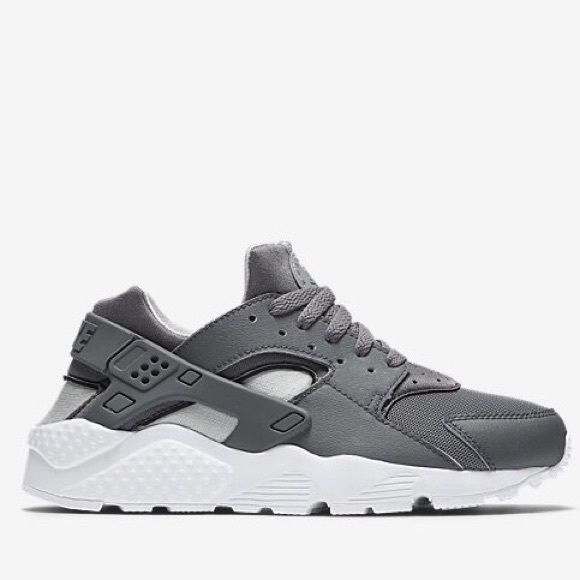 quality design c3cc4 c1776 Nike Air Grey Huarache Kids Nike Grey Huarache sz 7Y, can fit ladies 7.5, 8  and 8.5. These are brand new, and I never got the chance of returning them.