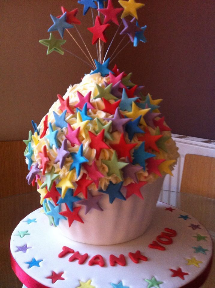 #Fun & #Colourful #Stars Giant #Cupcake We love and had to share! Great #CakeDecorating! #giantcupcakecakes
