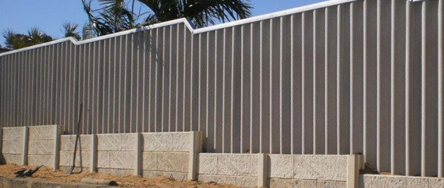 Hardy Fence On Top Of Panel And Post Backyard Retaining Walls Retaining Wall Compound Wall