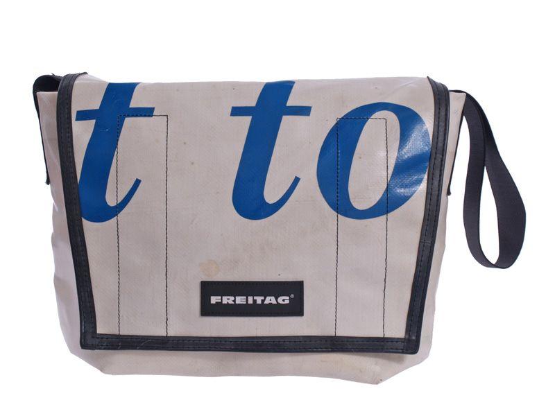 Klassische Messenger-Tasche Dexter aus recycelter LKW - Plane von Freitag bei Kult-Design-Unikate