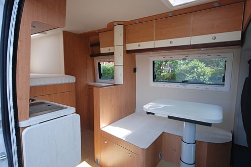 fiat ducato ausbau mit l ngsbett auf 6 36m l nge. Black Bedroom Furniture Sets. Home Design Ideas