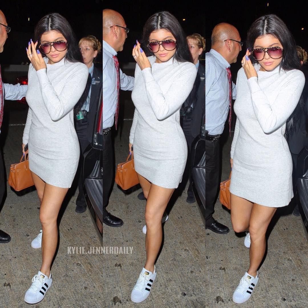 "Kylie Jenner on Instagram: ""Purple nails  @kyliejenner #kyliejenner"""