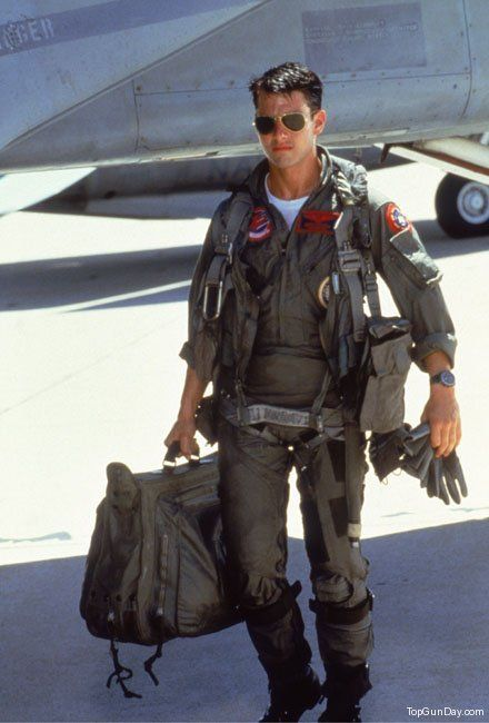 TOP GUN. Sexy man in Uniform Tom Cruise.