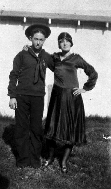 Clyde Barrow His Sister Nell Bonnie Parker