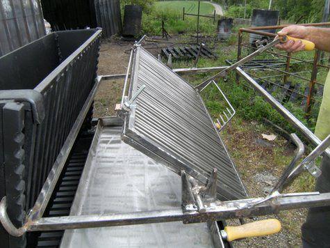vente barbecue gril vertical bbq en fer forg fabrication fran aise la forge salers. Black Bedroom Furniture Sets. Home Design Ideas