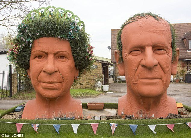 Exceptional Itu0027s The Easter Island Statues... Of Berkshire: Couple Create Giant Garden  Ornaments Of Queen And Duke Of Edinburgh Complete With His Bald Patch