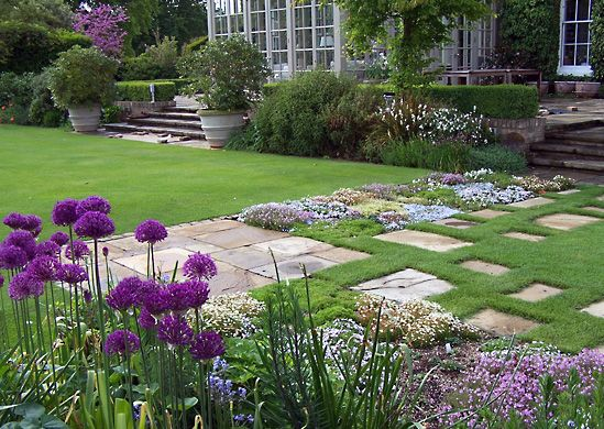 English Garden Designs english garden design picture Garden Style Decorating English Country Style Interior Design Home Improvement 549x390 In
