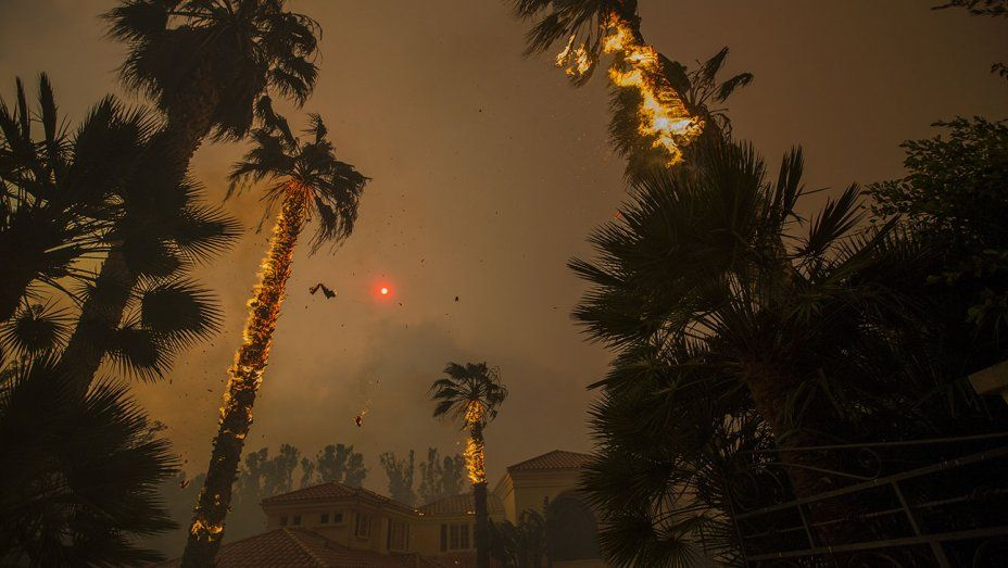 Hollywood Takes Cover as Woolsey Fire Burns in Malibu