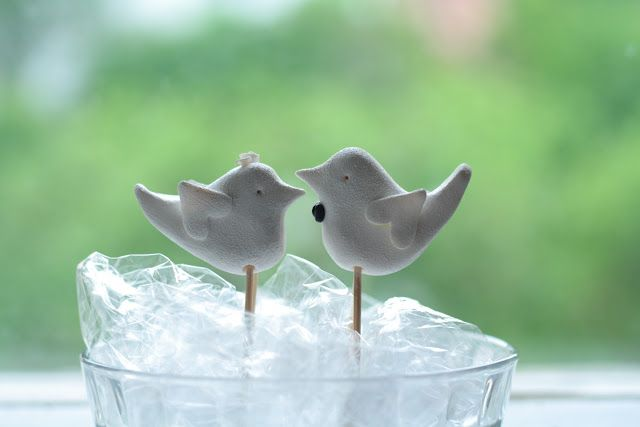 DIY Fimo birdie wedding cake toppers