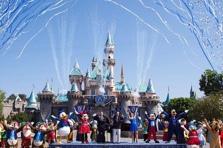 Disney S Vindictive La Times Ban Prompts Critics And Media Boycotts Disneyland Closed Faces Film Disneyland