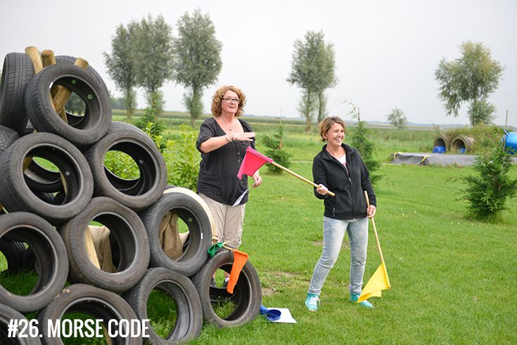 Spel 26 Morsecode Zoveel Mogelijk Woorden Communiceren Aan De Rest Van Team Met Alleen De Gekleurde Vlaggen Geschikt Voor Groepsactiviteiten Bedrijfsuitje