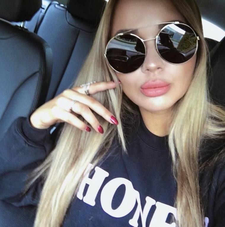 71c423400671c Aquele óculos redondo que você respeita!  oticaswanny  anastasyachernook   givenchy  givenchyofficial