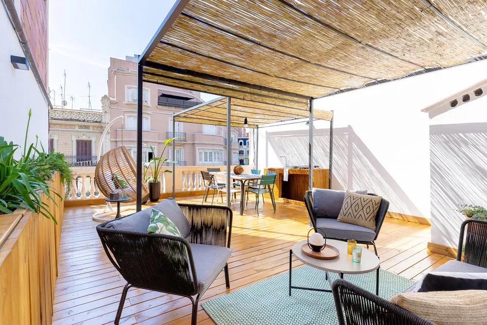 Atico Con Terraza Espectacular En El Eixample Barcelona En 2020 Terraza Aticos Decoracion De Unas