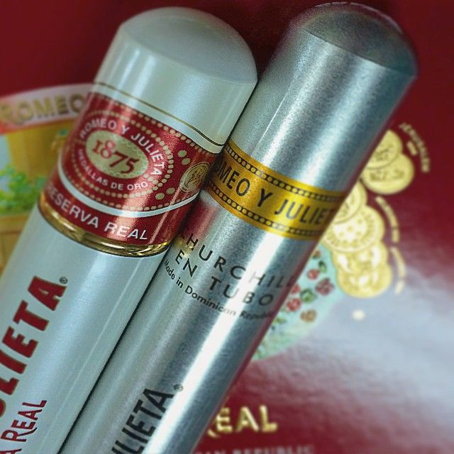 What's your Friday choice? A) Romeo & Julieta Reserva Real Toro Tubes B)… Geschenkset mit Romeo Y Julieta Zigarren gibt es unter http://www.dona-glassy.de/Geschenke-mit-Zigarre:::64.html