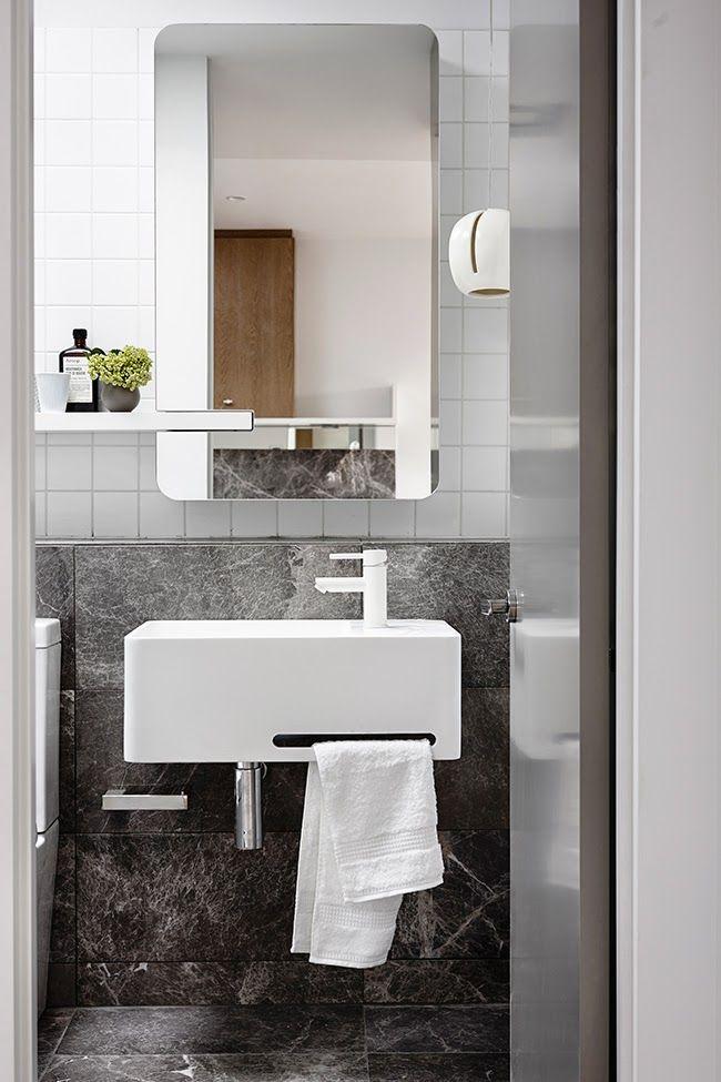 Modern bathroom with 50s style mirror