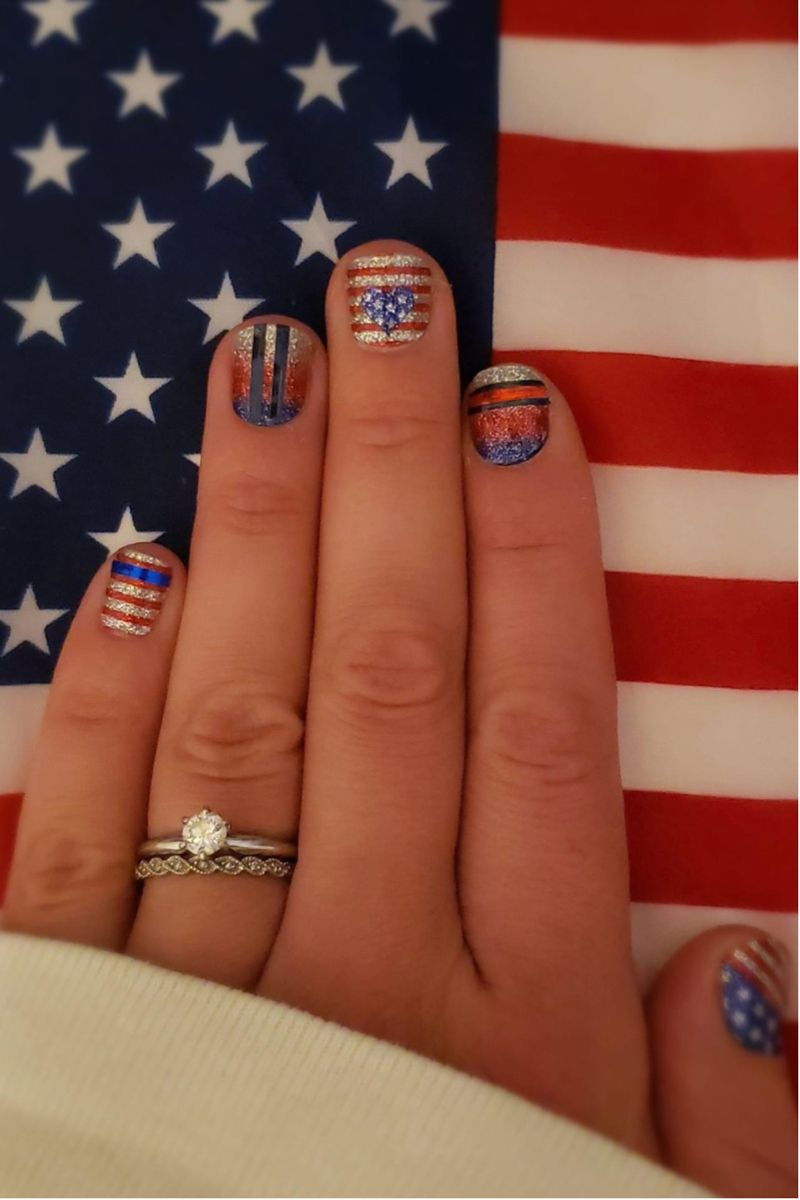 #diynaildesigns #patriotic #diymanicure #manicure #nailart #naildesigns #colorstreetnails #nails #nailaddiction #diy