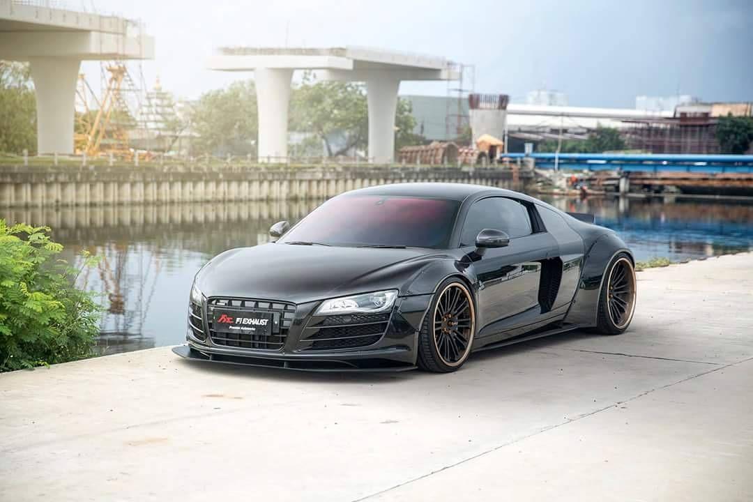 "590 curtidas, 1 comentários - Liberty Walk Australia (@libertywalkaustralia) no Instagram: ""Audi R8 V10 LB☆ Photo : @premiereworks_christo Build : @premierautowerkz #Audi #R8 #V10…"""