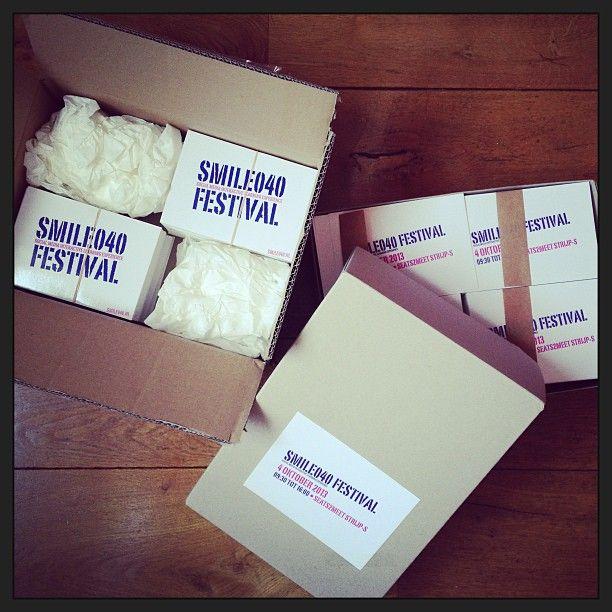 Jaaaa!! De stickers en ansichten voor #SMILE040 #Festival zijn binnen! :-) (bij Big Mountain)