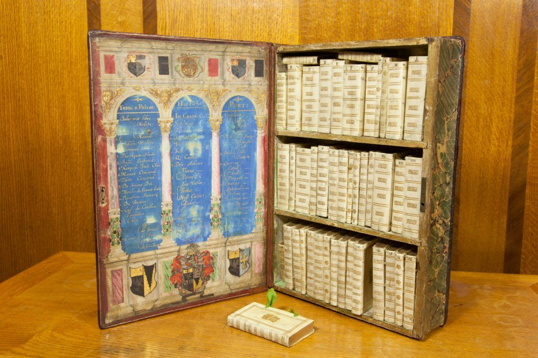 The Jacobean Traveling Library The 17th Century Precursor To The Kindle Via Book Chat Pergament