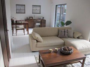 これで家具選びは完璧 床色別 インテリアコーディネイト リビング