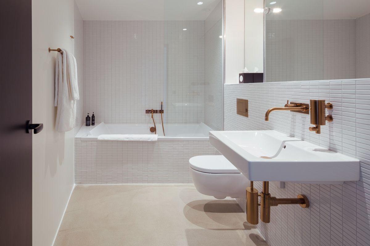 Vola Taps And Accessories In Copper Fmh Arnoldwerner 05 Jpg Design Hotel Badezimmer Design Design