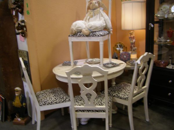 Shabby Chic table and chairs check it out, from the Brass ...