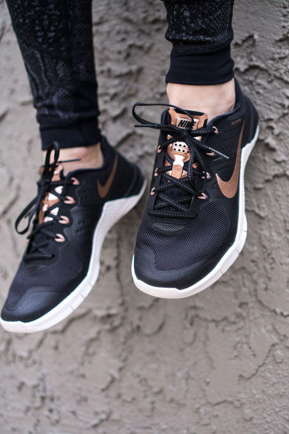 reputable site c4268 44921 Rose Gold Nike Metcons   Fitness Gear  Shoes   Gold nike shoes, Rose ...