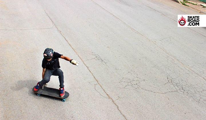 Skateroad Rider Eduardo Delgado en su Rayne longboards Darkside con Seismic Skate Bootlegs! Cuauhtemoc Chih MX!
