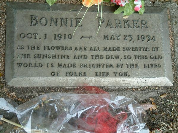 Crown Hill Memorial Park. Gravesite of Bonnie and Clyde ...