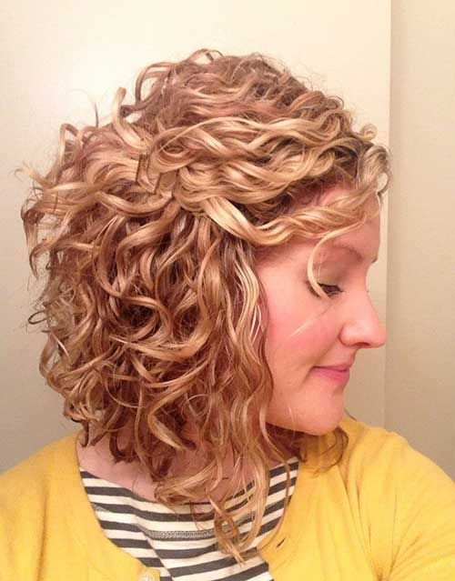Curly Layered Shoulder Length Hairstyle Stylesw Hair Styles Curly Hair Styles Short Curly Haircuts