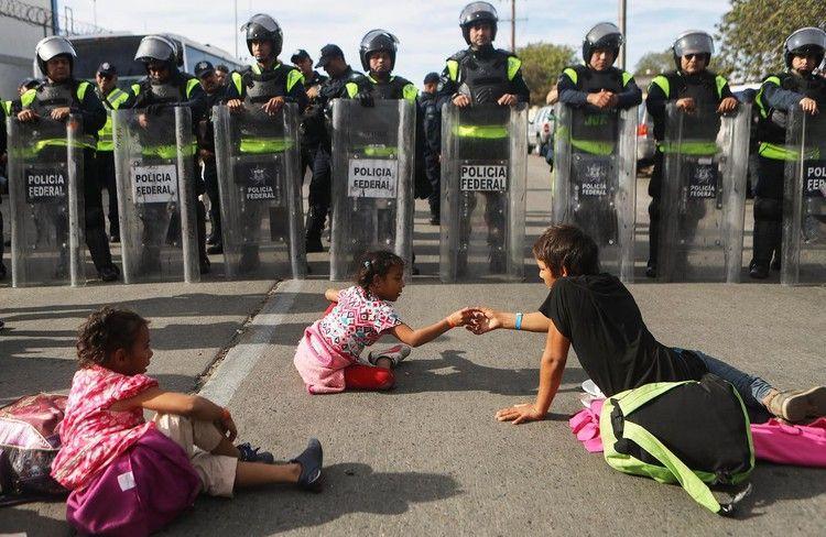 'Humanitarian crisis' declared as 5,000 migrants reach