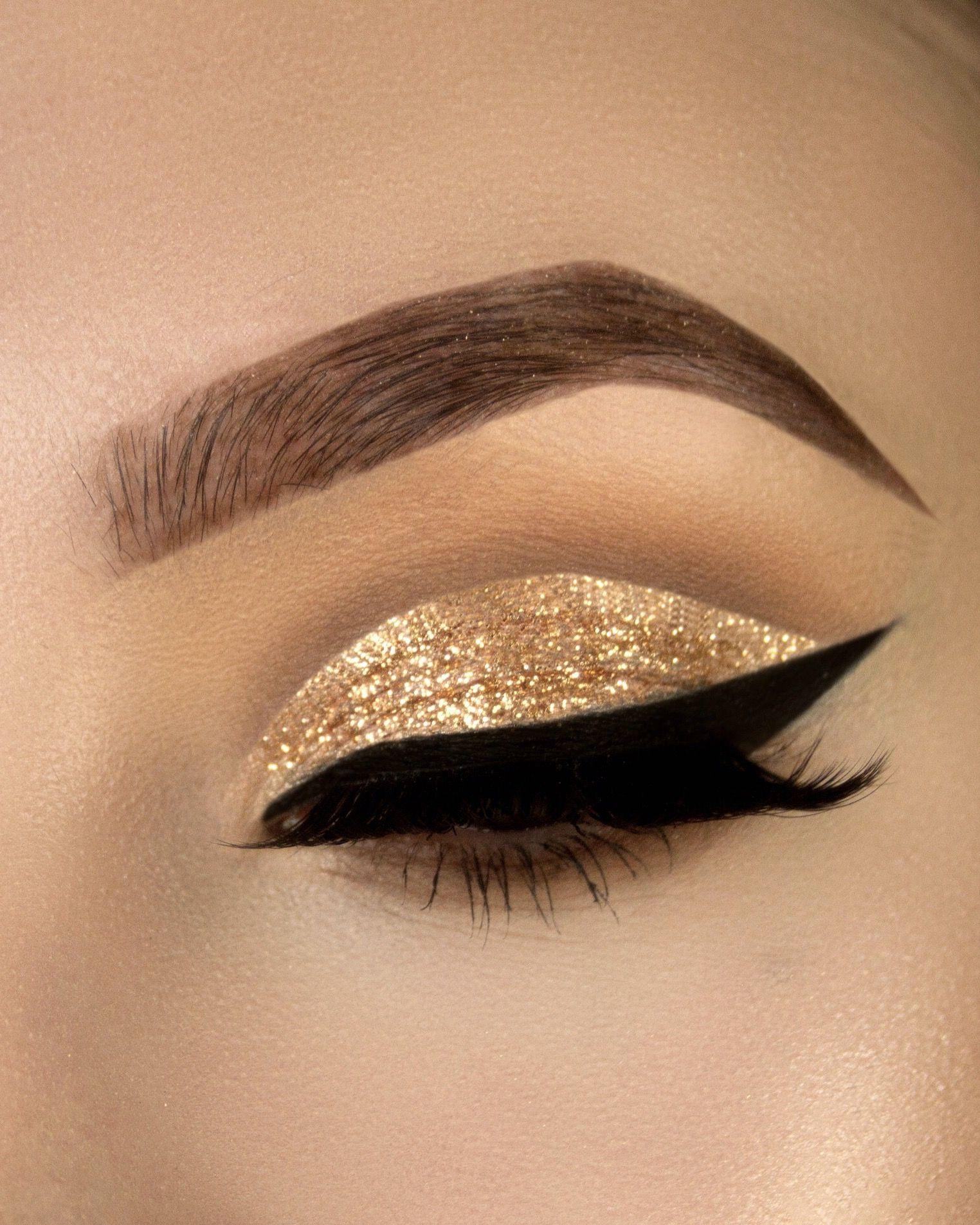 Gold glitter cut crease makeup tutorial httpsyoutu gold glitter cut crease makeup tutorial httpsyoutujiovwlm560m glitter baditri Images
