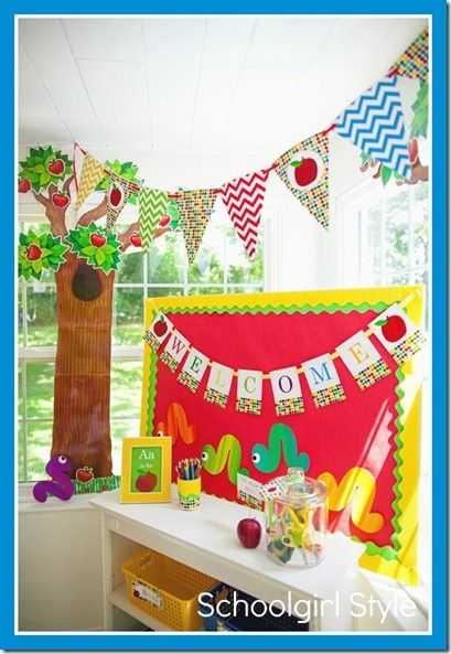Apple theme from schoolgirl style features ctp 39 s apple for Apple tree classroom decoration