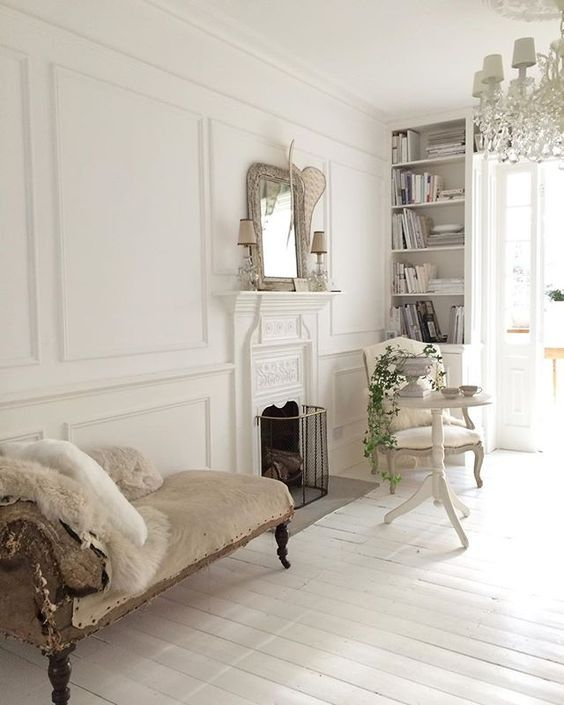 White Shabby Chic Interiors Are Always So Dreamy Todays Charming Interior Treat Comes From Designer Janet Parrella