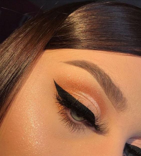 Gorgeous eyes makeup look you will love