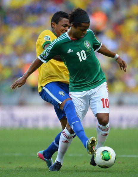 Gio, Selección de México,  disputando el Balón   Confederaciones: Brasil superó a México - Yahoo! Deportes