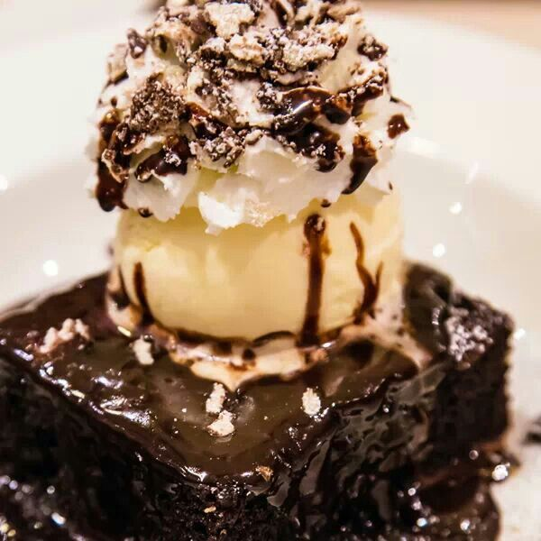 Chocolate drizzle brownies