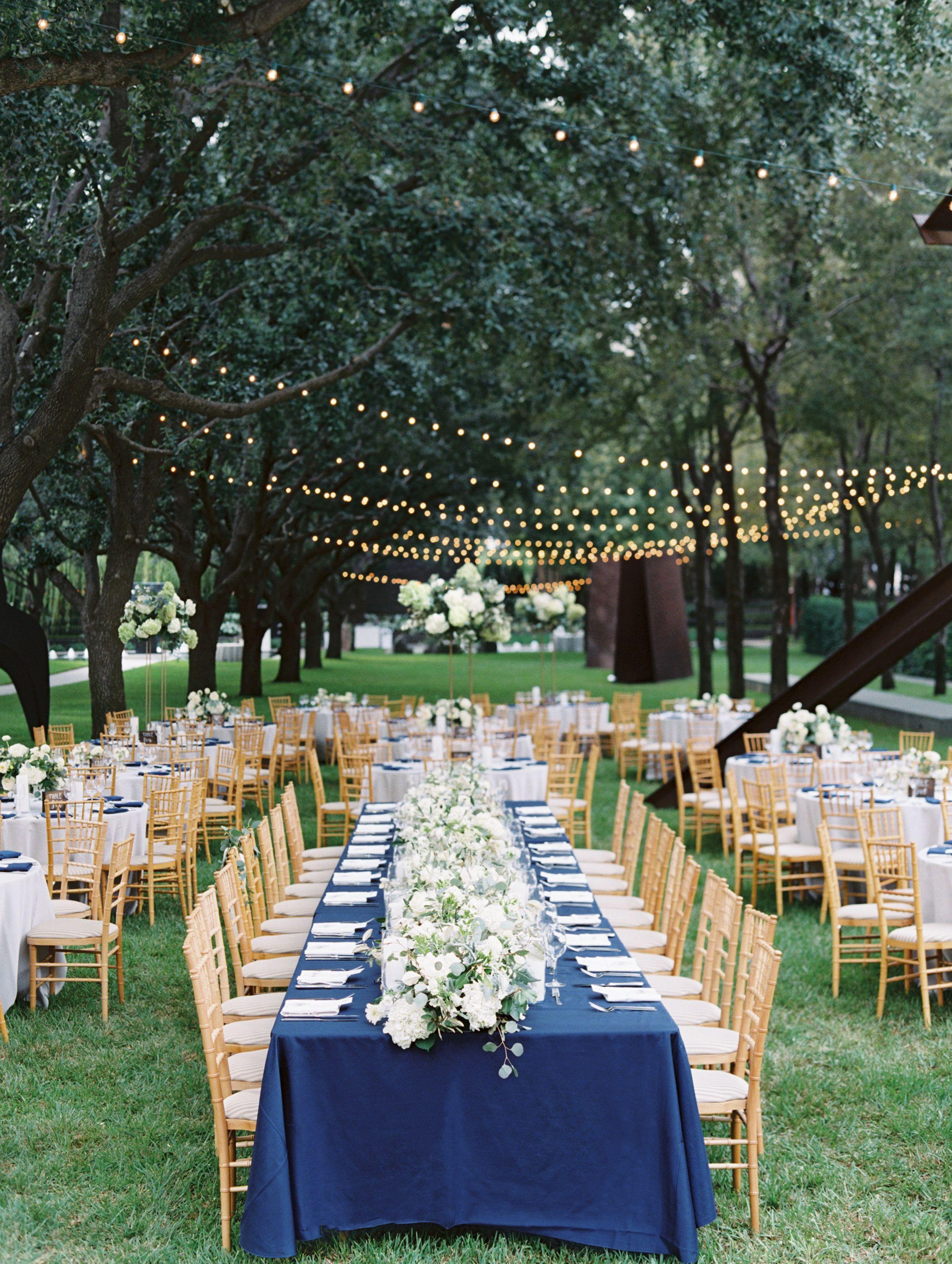 Nasher Sculpture Center In Texas Was The Backdrop For A Modern Garden Wedding Classic Blue Wedding Blue Wedding Decorations Navy Blue Wedding Decorations