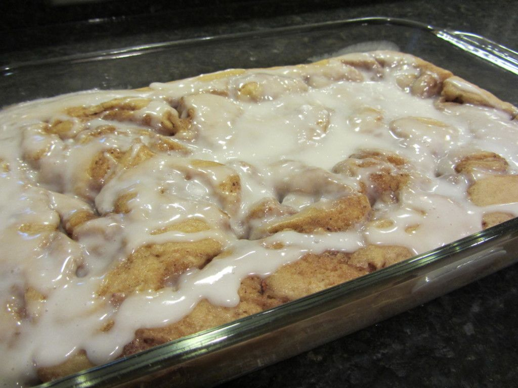 Recipe pan cinnamon rolls with icing 1024x768 Easy Dessert Recipe ~ Pan Style Cinnamon Roll Cake #rollcake