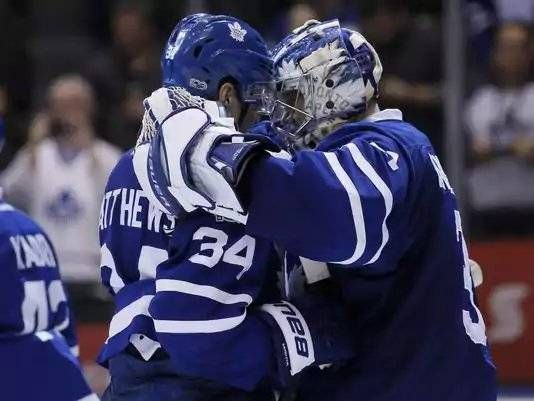 Auston Matthews, Maple Leafs blitz Islanders