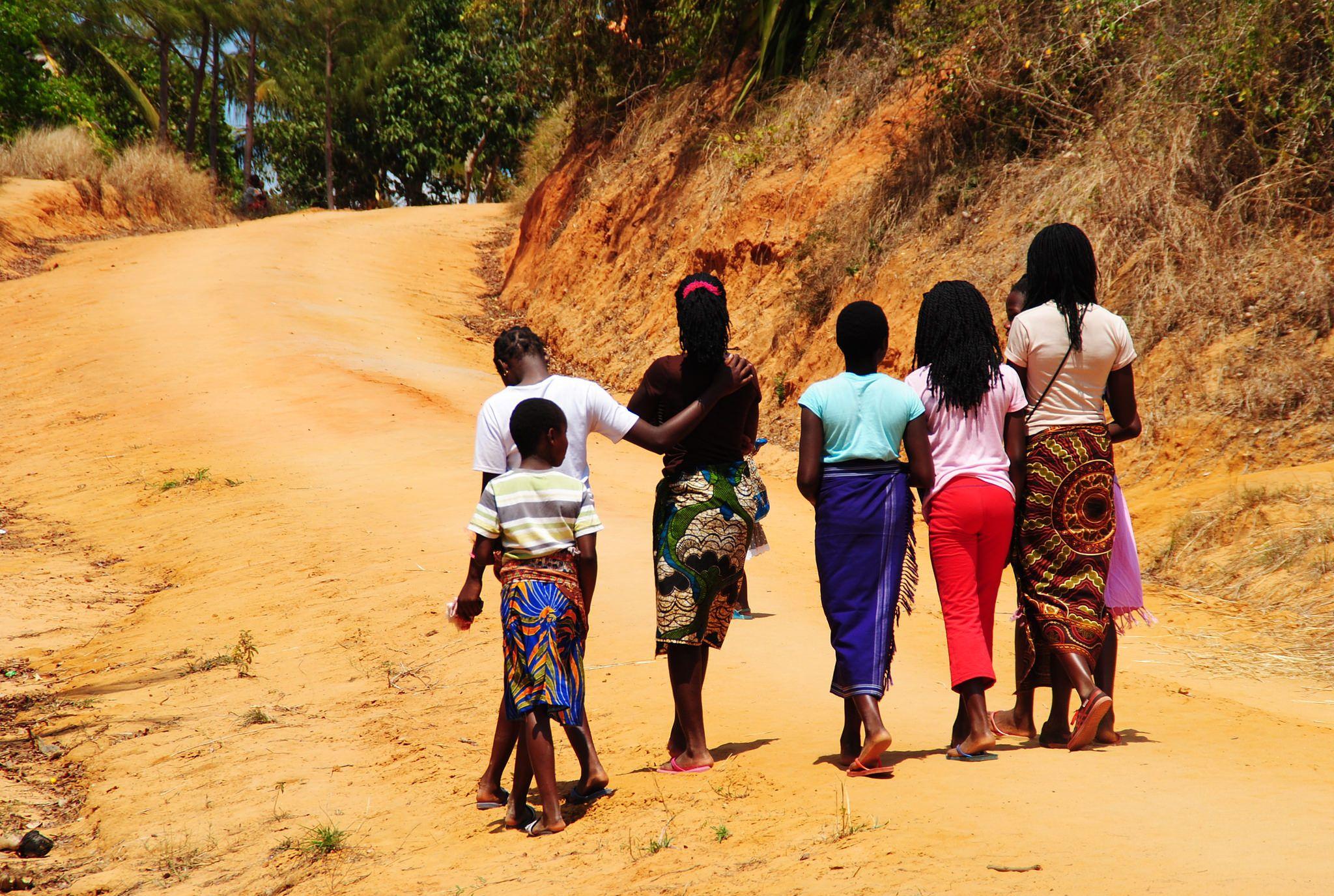 https://flic.kr/p/zM1SN8 | Meninas | Mongue | Moçambique