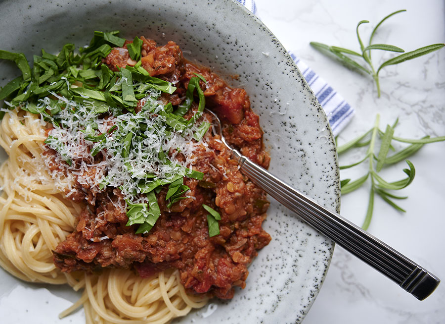 1 Onion Finely Chopped 2 Cloves Of Garlic Finely Chopped 250 G Of Mushroom Finely Chopped 1 Teaspoon Thyme Dried 1 Vegetarian Bolognese Food Bolognese